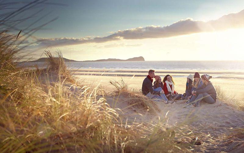 Studere i Wales - Swansea - studenter på stranda