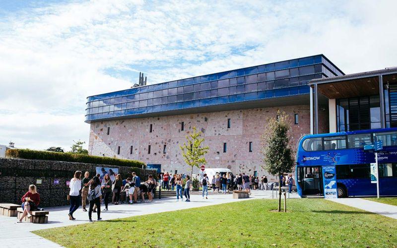 Studere ved Falmouth University i England