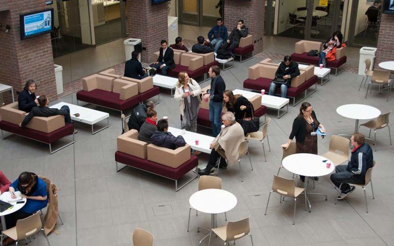 Studere ved Kingston University i London