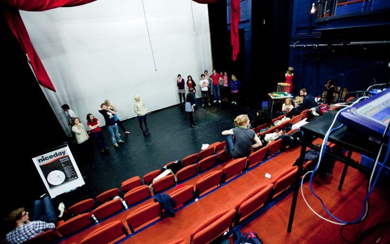 Studere i England - Uiversity of Leeds - Studenter på scenen