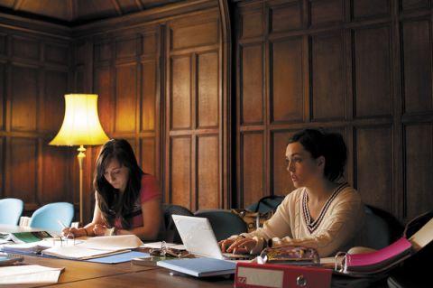 Studere i England - University of Reading - studenter på bibliotek