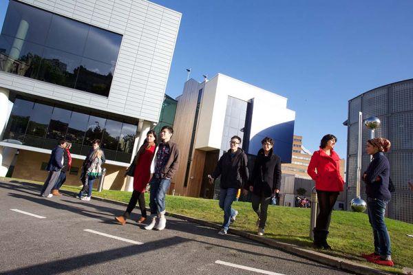 Studere ved University of Huddersfield i England